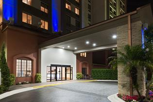 Holiday Inn Express & Suites - Nearest Universal Orlando in Orlando, Florida