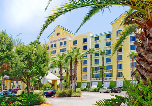 Comfort Suite Main Gate East is a contemporary, interior corridor hotel with lush landscaping and ideal location in the heart of Kissimmee.