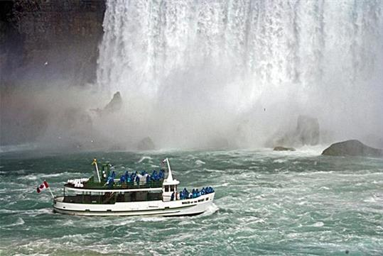 Niagara Falls 60 Minute Tour with Maid of the Mist Sightseeing Boat Cruise in Niagara Falls, NY