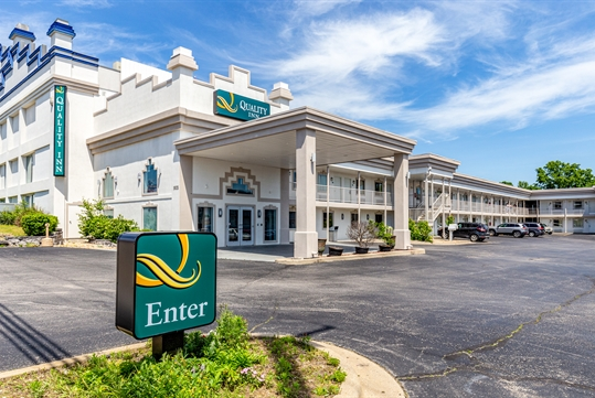 Exterior entrance - Quality Inn Branson - Hwy 76 Central in Branson, MO
