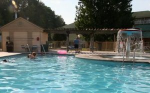 Comfort Inn and Suites at Dollywood Lanes Outdoor Pool