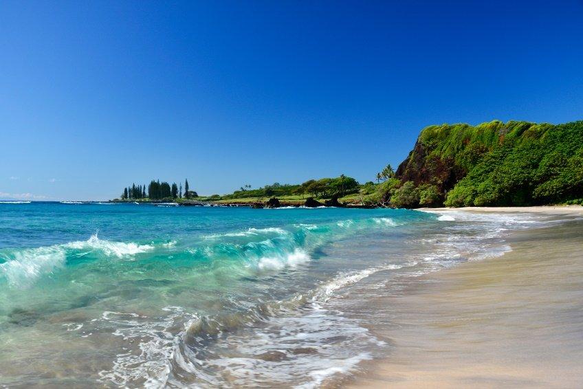 hamoa_beach_istock_000048352616small-rsz