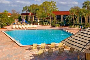 For hotels with outdoor pools in Orlando, look no further than Maingate Lakeside Resort
