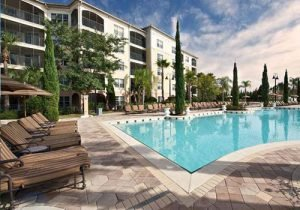 Book a room at the WorldQuest Orlando for fantastic outdoor pools