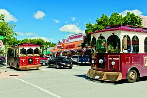 Downtown-Branson-Trolley