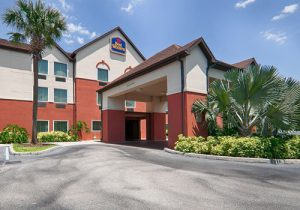 Hotels near LEGOLAND Orlando include the Best Western Auberndale