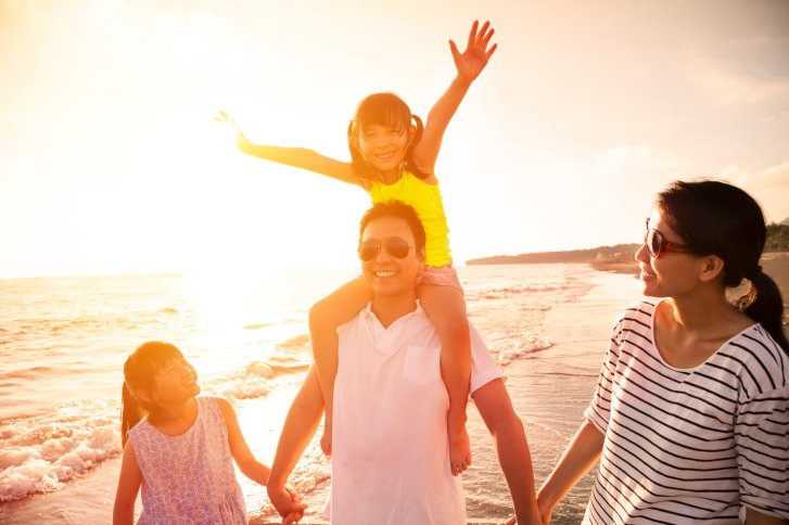 Family Beach ThinkstockPhotos-478212466