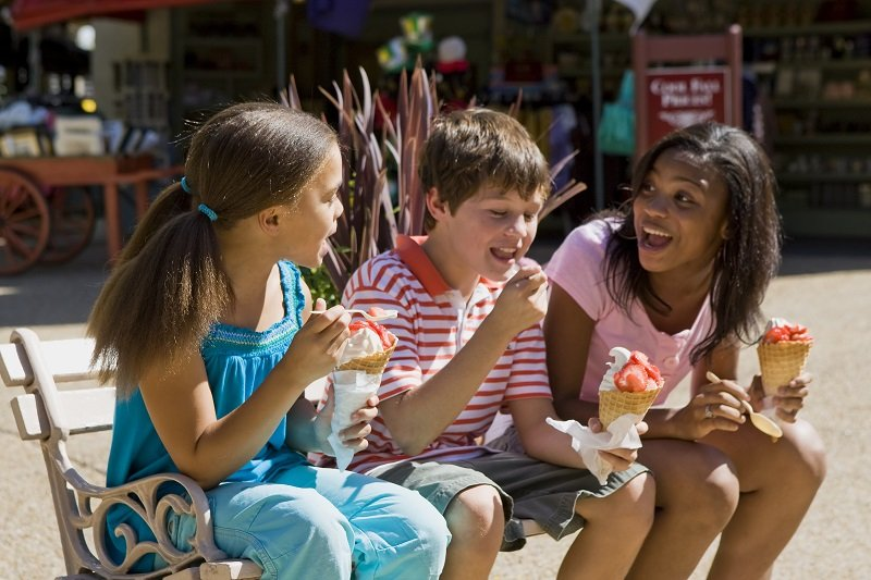 Guests cool off with refreshing treats amidst the lush European landscapes at Busch Gardens¨ Williamsburg. ©2016 SeaWorld Parks & Entertainment, Inc. All Rights Reserved.