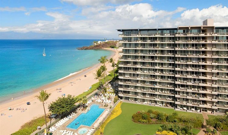 Will you choose a garden view or ocean view at this affordable Maui hotel?