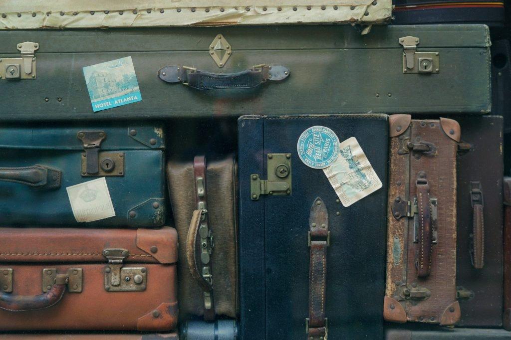 luggage-q34yb7yjaxa-erwan-hesry-rsz