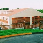 Book your stay at the White Wing Lodge, a hotel near Silver Dollar City
