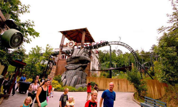10 Essential Tips for Visiting Dollywood with Kids