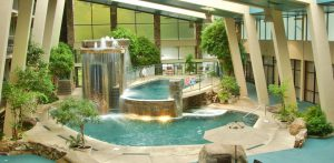 Gatlinburg hotels with swimming pools for kids