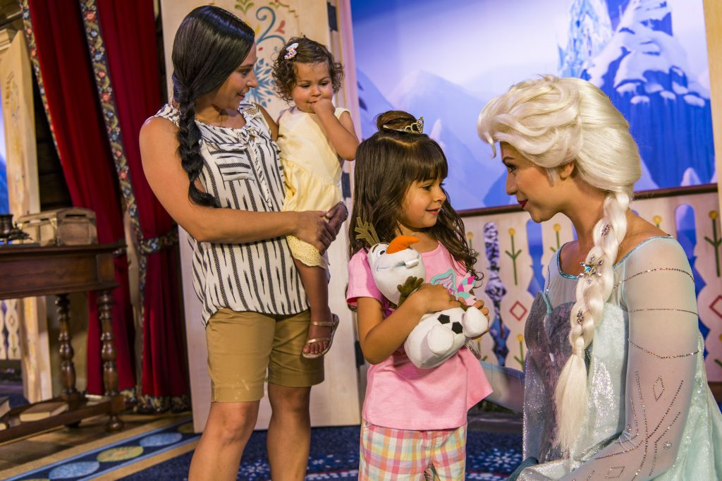 Use these easy tips to go to Disney World on a budget.