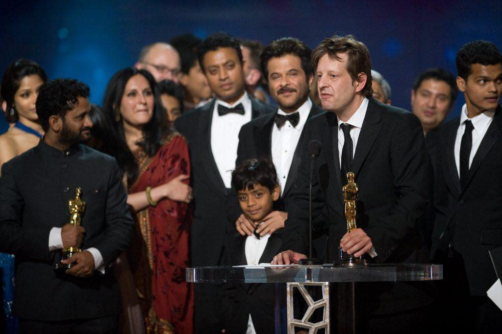 The Slumdog Millionaire cast and crew accepts their Oscar