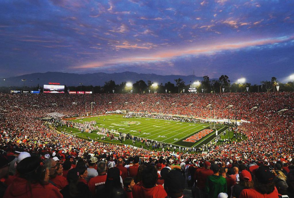 Thousands of spectators watch the Rose Bowl Game in Los Angeles