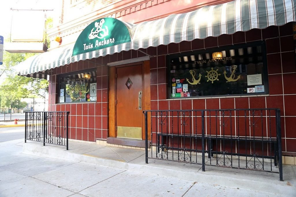 The exterior of Twin Anchors, one of the most famous Chicago restaurants