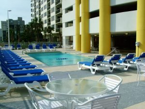 The outdoor pool at Seaside Resort, one of the Myrtle Beach hotels with free parking