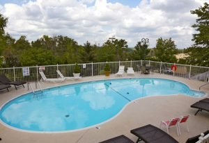 Branson Hotels with Outdoor Pools