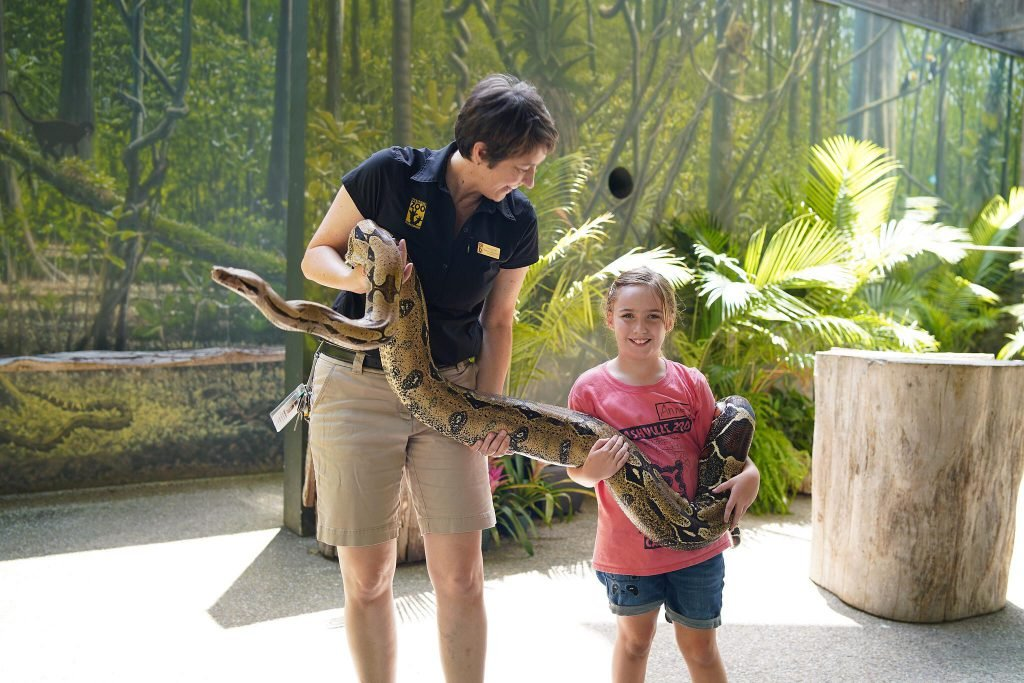 One of the best things to do in Nashville with kids is the zoo!